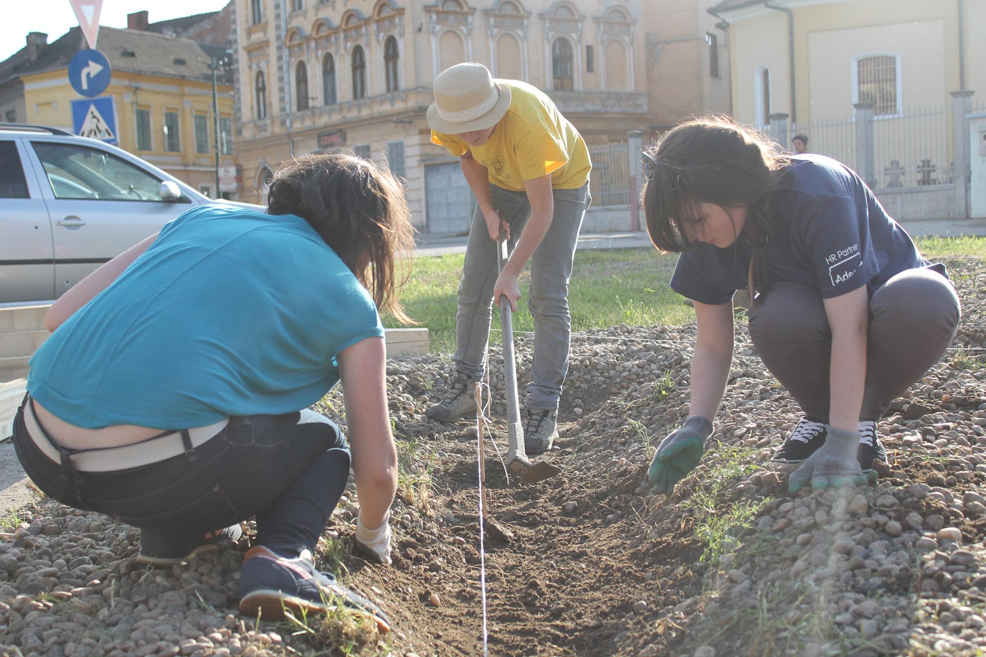 Трасиране и изкопаване на легла за основните греди.