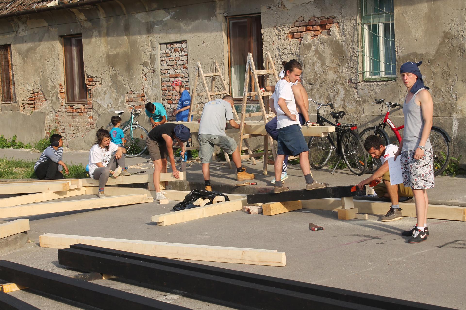 Много рязане имаше, но и голям екип с още повече доброволци от квартала.